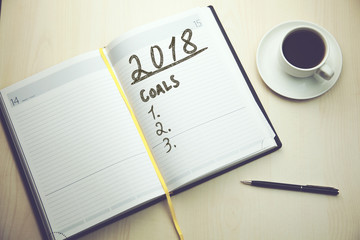 2018 goals text on notepad