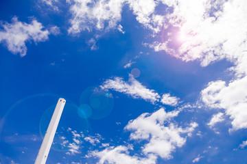 青空と煙突