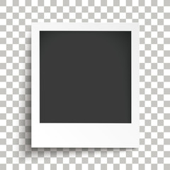Sofortbild mit durchsichtigen Schatten auf einem karierten Hintergrund
