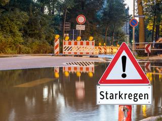 Achtung Starkregen Schild