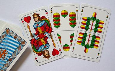 SPIELKARTEN-COLLAGE - WATTEN - Kartenspiel in Bayern mit List und Tücke
