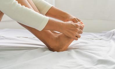 foot massage in old women