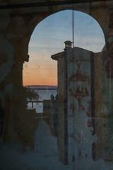 L'Eremo di Santa Caterina del Sasso al tramonto, Lago Maggiore, Leggiuno, Verese, Lombardia, Italia