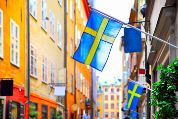 In de dag Stockholm Street in Stockholm with swedish flags