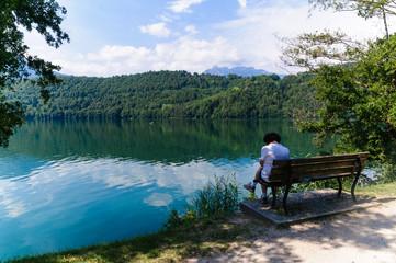 Turista al lago