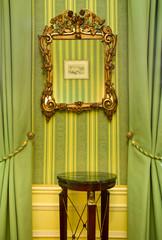 Spiegel im Grünen Salon