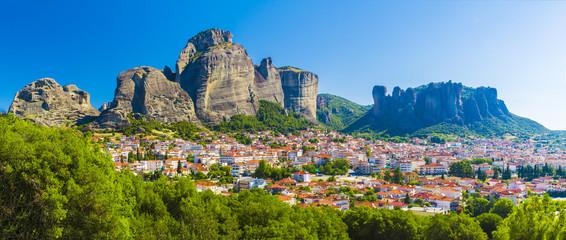 Wall Mural - Kalampaka town with Metora cliffs and monastery, Greece.