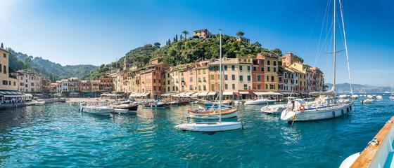 Aussicht auf den Hafen von Portofino, Ligurische Riviera, Italien