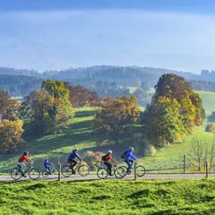 raus in die Natur mit dem Rad an einem schönen Tag im Spätherbst