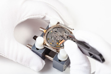 replacing battery in quartz watch close up
