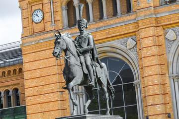 Ernst-August-Denkmal vor dem Hauptbahnhof Hannover