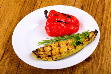 Grilled zucchini with pepper