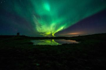 Nordlicht über See in Südisland