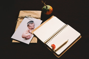 Card with sleeping newborn baby and empty notepad