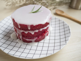 Beetroot naked cake