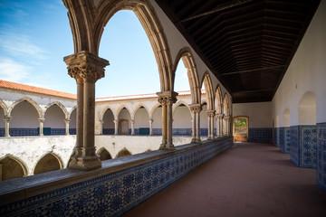 El convento de Cristo de Tomar es uno de los monumentos históricos más importantes de Portugal y ha estado en la lista de patrimonio mundial de UNESCO desde 1983.