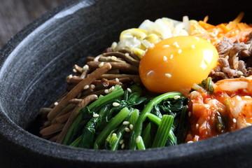 石焼ビビンバ Stone-roasted bibimbap