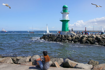 Warnemünde, Ostsee, Segelboot, Frau, Möve, Leuchtturm