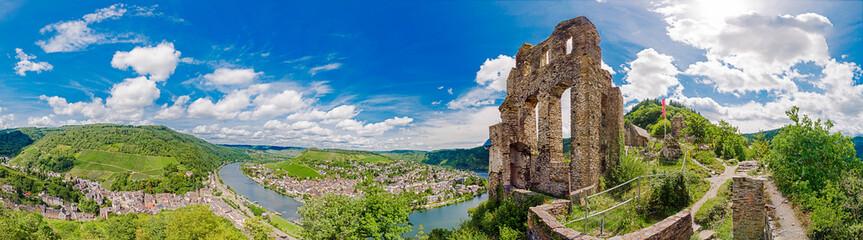Poster Ruins Panorama von Grevenburg und Traben-Trarbach an der Mosel, Rheinland-Pfalz