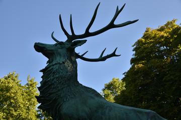 Statue de cerf au jardin du Luxembourg à Paris, France