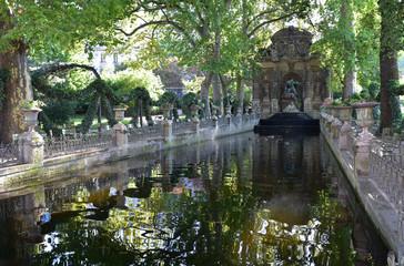 Poster Fontaine Fontaine Médicis au jardin du Luxembourg à Paris, France
