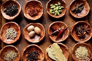 Fotorolgordijn Kruiden 小皿に盛った12種のスパイス