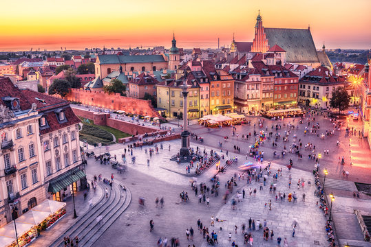 Warsaw, Poland: Castle Square and the Royal Castle, Zamek Krolewski w Warszawie in the sunset of summer