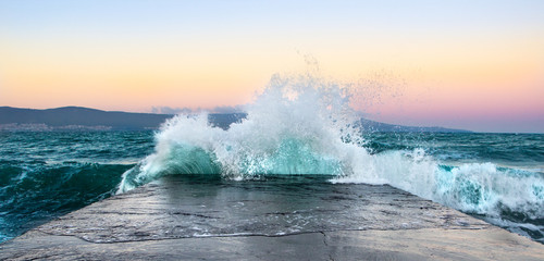 Sea waves in sunset with rocks and stones. Nature landscape. Fototapete
