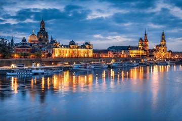 Fotomurales - Skyline von Dresden am Elbufer bei Nacht, Sachsen, Deutschland