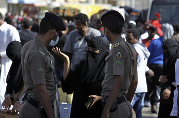 An Ethiopian worker argues with the Saudi security forces while waiting for repatriation in Manfouha