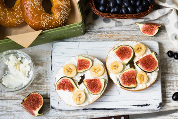 Bagels with fig and banana on curd cheese