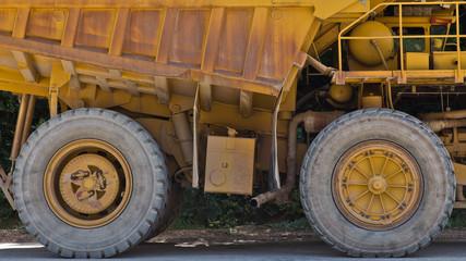 Schwertransport - LKW und Transporter im Bergbau