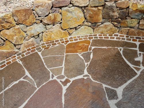 Gartenweg natursteinplatten porphyr platten stockfotos und lizenzfreie bilder auf fotolia - Gartenweg platten ...