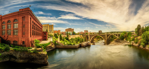 Fototapete - Washington Water Power building and the Monroe Street Bridge along the Spokane river