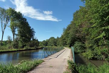 chemin de halage et canal de Briare dans le Loiret