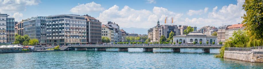Centre-ville de Genève et pont des Bergues Wall mural