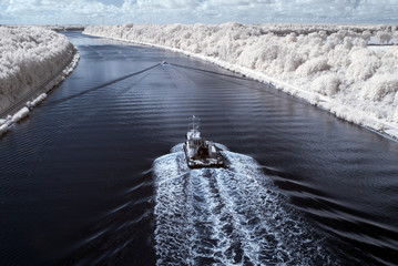 Infrarot - Infrared Ship in the north Baltic Sea channel