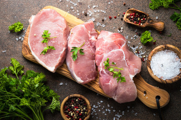 Photo sur Plexiglas Viande Fresh meat. Raw pork steak. Top view on stone table.