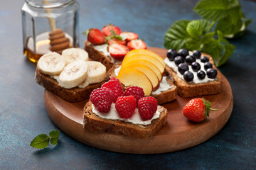 Toasts with cream cheese and fresh berries