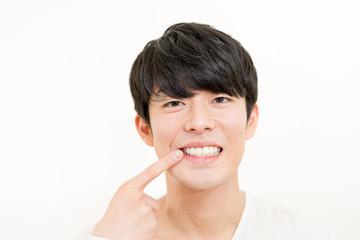 歯のケア(男性・デンタルイメージ)