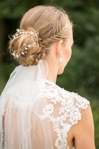 Brautfrisur Mit Geflochtenen Haaren Und Dutt Stockfotos Und