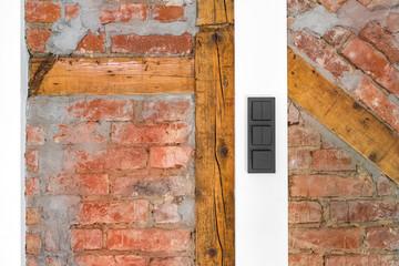 Wand mit Ziegelstein und Fachwerk Holz