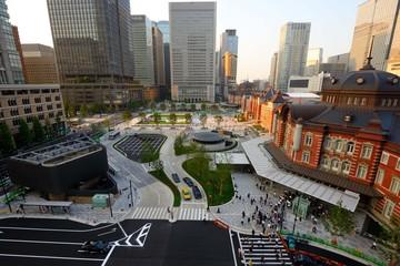 工事中の東京駅丸の内側ロータリー 完成がまじかな東京駅丸の内側ロータリーがだんだん全体像が見えてきた。