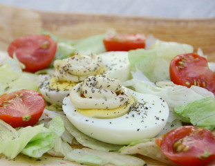 oeuf dur mayonnaise,salade,tomate,assiette,fraîcheur,