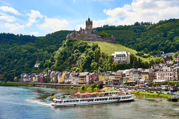 """City of Cochem with """"Reichsburg Castle"""" in wine growing area of Moselle / Valley of Moselle in germany"""