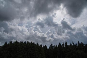 Unter Wolken