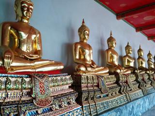 Bouddhas en or
