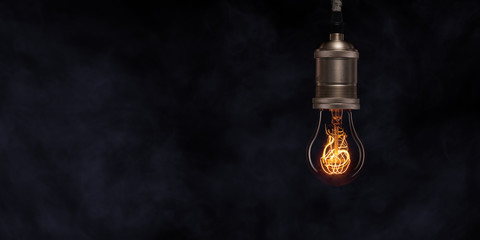 Hängende leuchtende Glühbirne mit Kohlefaser retro