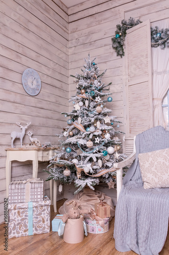Home Decoration With Lighted Christmas Tree Presents Fireplace