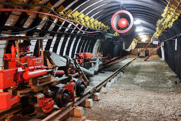 Mine equipment and ventilation in underground coal mine